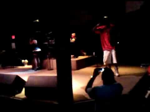 """Classic Moment: Lil Kim Brings Out DMX At Arizona Concert To Perform """"Money. Power, Respect"""""""