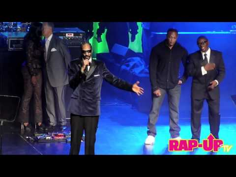 """Dr. Dre Presents Snoop Dogg with BMI Icon Award. Snoop Performs """"What's My Name?"""""""