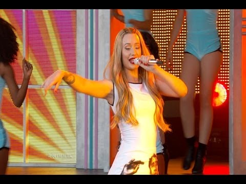 "Iggy Azelea Performs ""Work"" On Jimmy Kimmel Live"