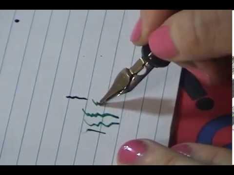 Escribir con pluma fuente.
