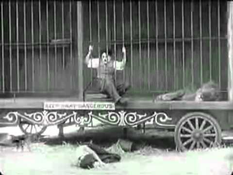 TIEMPO DE SONREIR. Charlie Chaplin - El león