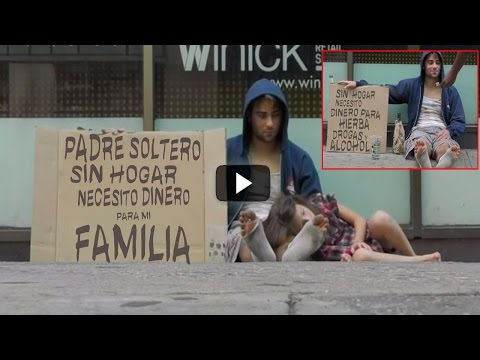 Este Padre Y Su Hija Piden Dinero En La Calle, Pero 5 Minutos Antes La Realidad Es Otra. ¡Insólito!