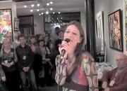 Muriel Vigneron chante à Ixelles pour ACTU-tv.