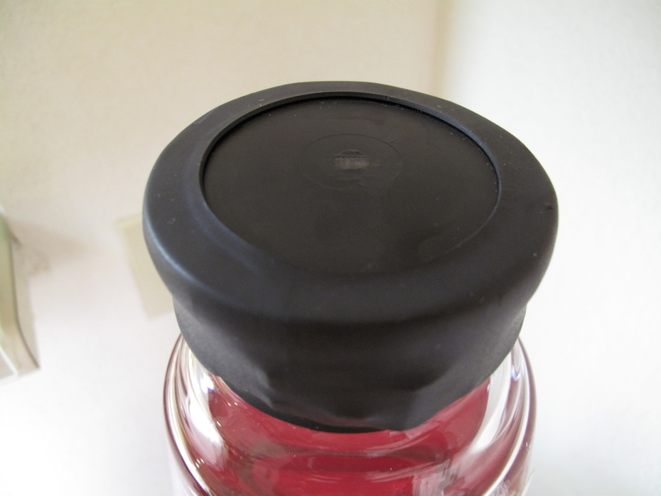 Red/Clear Giant factory seal (Heat shrink top)