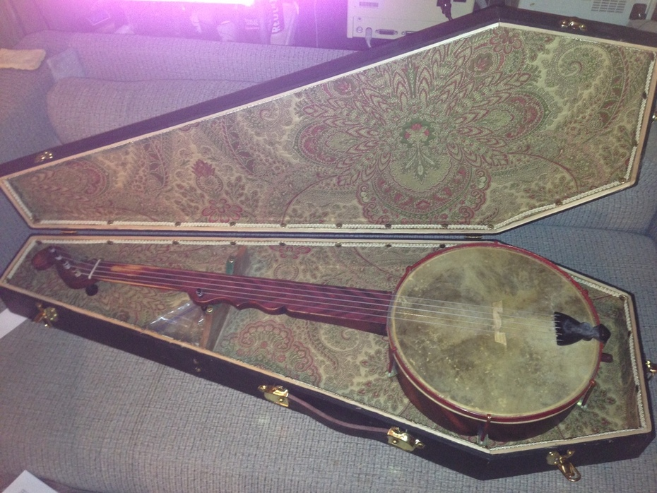 Boucher banjo and coffin case