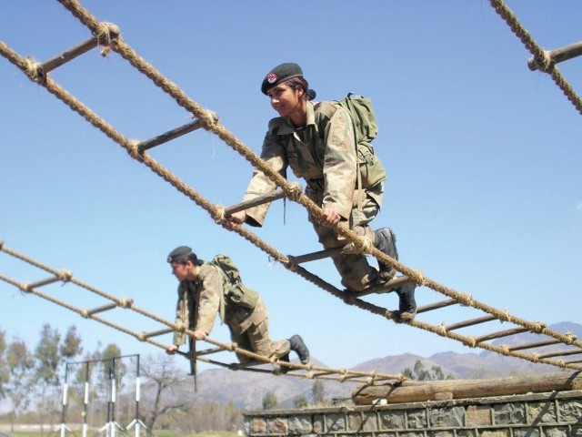 Female in Pak army (1)
