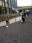 Pajamas in public: can't resist posting. Pajamas=shuì yī 睡衣
