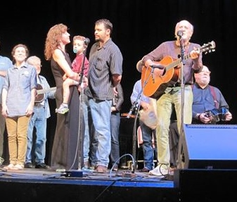 Singing with Peter Yarrow of Peter, Paul & Mary