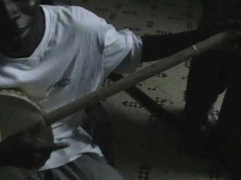 Akonting playing by Joe Diatta. Dakar. 07-2006