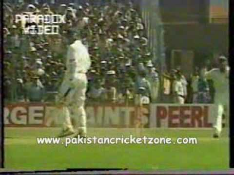 Shoaib Akhtar Shuts up the Indian Crowd!