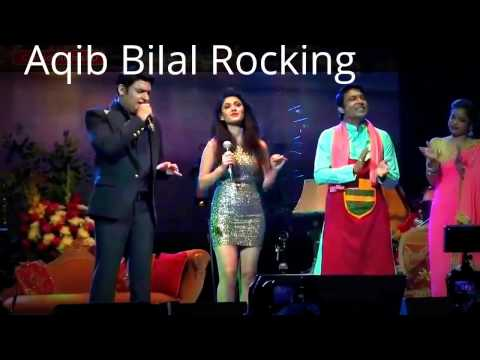 Kapil Sharma Singing With His Team Of Comedy Nights At America Show