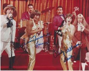 SELL-Penny Marshall & Cindy Williams Laverne & Shirley photo signed at the Hollywood show on Oct. 5 2019 with my COA and lifetime guarantee-$97 +$4 S&H. INTL available