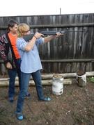 Уроки стрельбы по  мишеням. Мама с сыном.