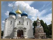Успенский собор и Успенский кладезь с часовней