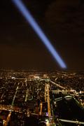 Luch-Sveta-v-Temnom-Carstve---Paris