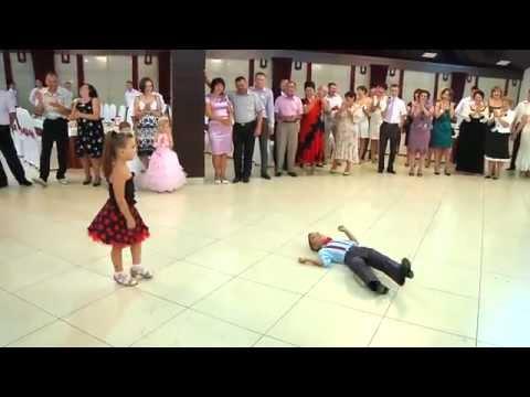 Лучший танец! Малявки жгут =)