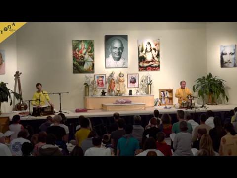 Tumi Bhaja chanted by Ishwara