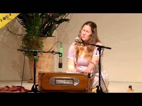 Mantra Video: A prayer to Maria and  I'm One With the Love chanted by Satyadevi