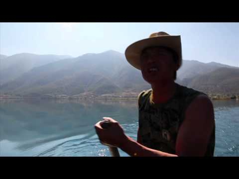 The Singing Rower at LuGu Lake, China, Canon 5D Mark II, 在泸沽湖唱歌赛艇运动员
