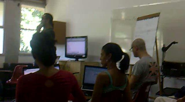 Marlon Barrios  leading a workshop on new media at the 8th encounter of the RED in Salvador de Bahia