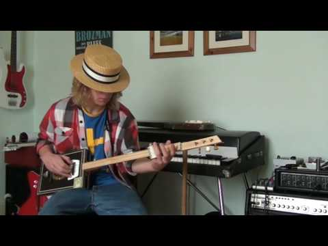 BluesBeaten Redshaw at home slidin' on his homemade 3 string Cigar Box Guitar and MojoBone Slide