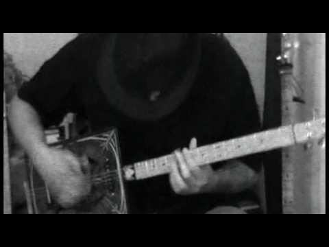4-String Cigar Box Guitar.mov