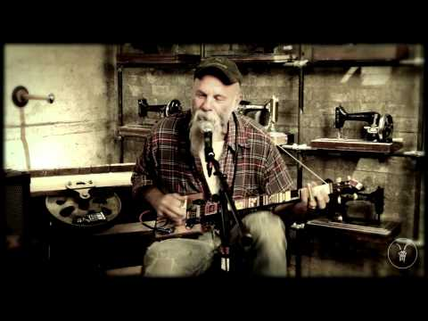 """Seasick Steve """"Don't Know Why She Love Me But She Do"""" - AllSaints Basement Sessions."""