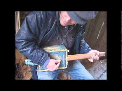 Hinton Admiral plays a Tin-Tone 5-String