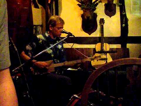 Jeremiah Longshanks on cigarbox guitar and drums.travelling riverside blues