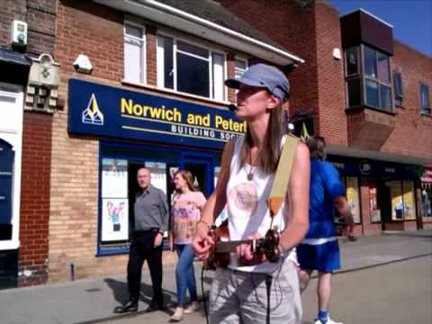 The Fiddlestick Comes Busking!