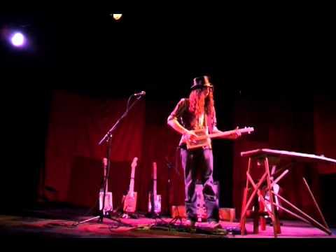 justin johnson cigar box guitar 3