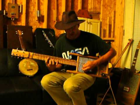 Cottonmouth Perry washboard/bass/guitar demo on a Ted Crocker instrument 2