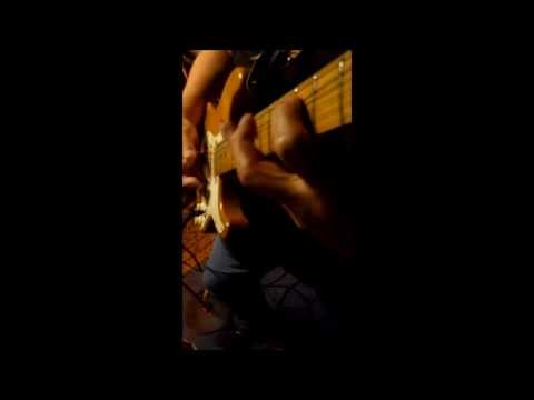 (Guitar-Cam; Video) A D Eker tiptoughing  the neck on a Chicago Bleus