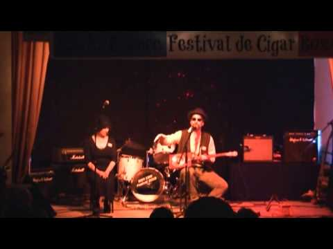 BSA French Cigar Box Guitar Festival 2013 - #1/2