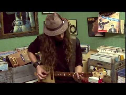 RTL Guitars 3-String Cigar Box Guitar Demo