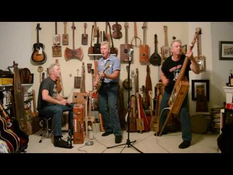 Blue Suede Shoes - All homemade instruments - The Incorrigible Tramps Band
