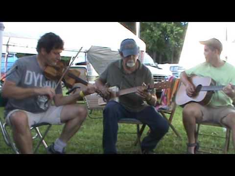 Cigar Box Banjo and Fiddle at Clifftop 2017