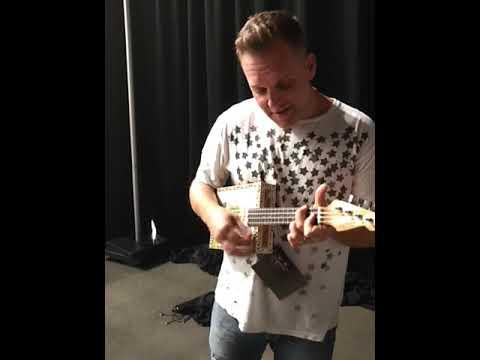 Matthew West playing his Ky Mojo Uke