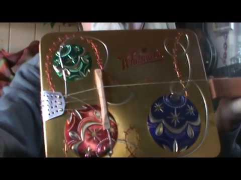 Christmas Tin 3 String Strummer