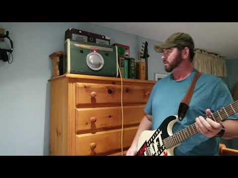Demo of the Stylemaster suitcase amplifier and Labatt Genuine Draft guitar