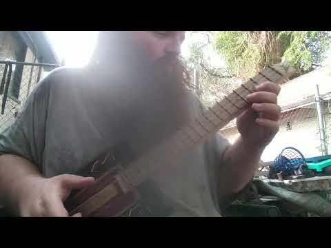 Robusto cigar box guitar, take one