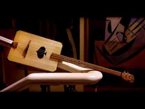 Acoustic cigar box guitar. Акустическая сигарбокс гитара