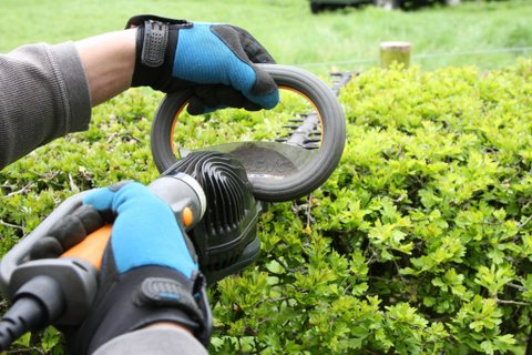 Close up of Pellenc Helion hedge trimmer