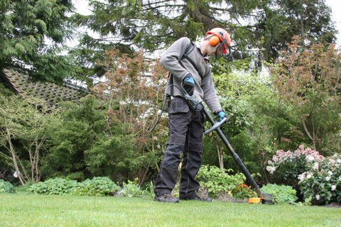 Edging with Pellenc Excelion strimmer