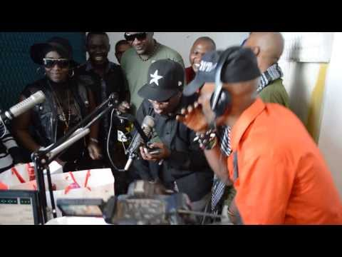 """GK,MwanaFA & AY waki perform """"Hii Leo"""" live ndani ya CloudsFM"""