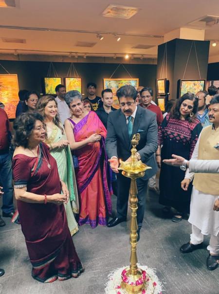 Sandeep Marwah Inaugurating Exhibition of Nandita Richie