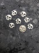 7 carved bone skull fret markers