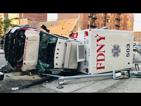 CHOQUE DE AMBULANCIAS QUE ACUDÍAN A EMERGENCIAS EN UNA INTERSECCIÓN DE NEW YORK - ESTADOS UNIDOS (CAPTADO EN VÍDEO)