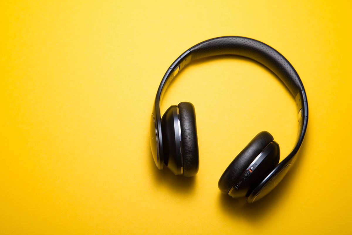 Simple tips to learn English with songs