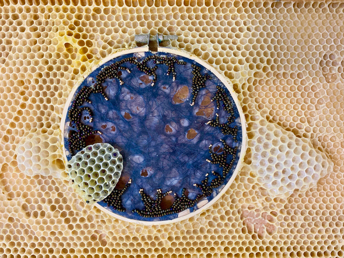 ქარგვა, ფუტკარი, ფუტკრები, ხელოვნება, ხელსაქმე, სკა, თაფლი, ფიჭა, ბლოგი, Qwelly, art, არტი